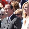 """Julie Gayet et François Hollande posent """"à la Macron"""" dans """"Paris Match"""""""