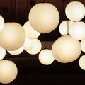 Rondeurs et transparences, le charme des lampes boules