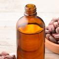 L'huile de jojoba fait des miracles pour la peau et les cheveux