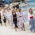 Défilé Chanel : Karl Lagerfeld à la plage