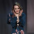 Shooting glamour pour Rachel McAdams en Versace et double tire-lait