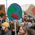 De la Suisse à l'Australie, des milliers d'élèves font l'école buissonnière à l'appel de Greta Thunberg