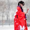 Street Style : Paris revêt un manteau de neige couture