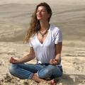Lever à 5 heures, bain de bouche au coco, méditation : la routine de Gisele Bündchen
