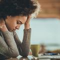 Fatigue, migraines, urticaire : comment traiter les manifestations du stress