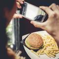 """Les photos de """"junk food"""" sur Instagram encouragent les ados à manger plus"""