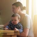 Comment le travail domestique maintient les femmes dans la précarité