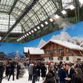 Pour son premier défilé sans Karl Lagerfeld, Chanel recrée une station de ski enneigée