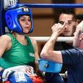 La première boxeuse iranienne de l'histoire, Sadaf Khadem, remporte son combat