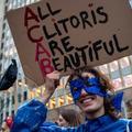 La première Journée internationale du clitoris a eu lieu devant le Parlement européen
