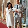 """La tenue symbolique de Meghan Markle pour les photos officielles du """"royal baby"""""""