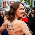 Le tatouage de Sand Van Roy à Cannes qui dénonce les violences faites aux femmes