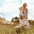 """Arizona Muse : """"La surconsommation de vêtements implique de réfléchir à de nouvelles habitudes """""""