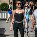 Céline Dion ose un look caniculaire en plein Paris