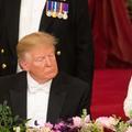 Donald Trump somnole durant le discours d'Elizabeth II