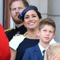 Pourquoi Meghan et Harry étaient-ils si éloignés des Cambridge sur le balcon du palais de Buckingham ?