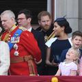 """""""Tourne-toi"""" : le prince Harry a-t-il osé recadrer Meghan Markle sur le balcon de Buckingham ?"""
