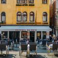 Guides, TripAdvisor, Instagram... À qui se fier pour trouver un bon restaurant en vacances?