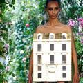 L'objet non identifié de la semaine : la maison miniature du défilé Christian Dior couture