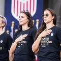Adapter son entraînement à son cycle menstruel : et si c'était la clé du succès des footballeuses américaines ?