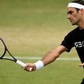 Roger Federer a donné une leçon de tennis au prince George chez les Middleton