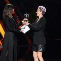 Sandra Bullock a remis le prix ESPY de la meilleure équipe de football à Megan Rapinoe