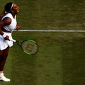 "Serena Williams pose non retouchée en une de ""Harper's Bazaar"""