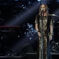 """""""Vous n'allez pas me gâcher mon concert"""" : en vidéo, Vanessa Paradis interrompt son show pour calmer une bagarre"""