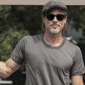 Un nouveau tatouage sur le biceps de Brad Pitt interroge à Venise