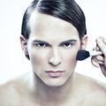 """Le """"no gender"""" est-il l'avenir du make-up?"""