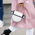 Fashion Week : les Parisiennes domptent la pluie avec style
