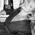 Femme caméléon au regard défiant et félin, l'insolent destin de Kate Moss