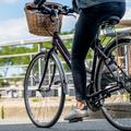 Belle à bicyclette : les rituels pour affronter le bitume et la pollution