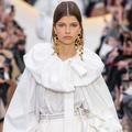 Chokers, broches, chaînes de corps... Les tendances bijoux à retenir de la Fashion Week printemps-été 2020