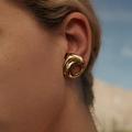 Quinze boucles d'oreilles pour adopter la tendance néo-bourgeoise des podiums