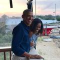 """Tendres étreintes et """"magie"""" des débuts... Les photos des Obama pour leurs 27 ans de mariage"""