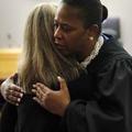 Tammy Kemp, la juge américaine qui crée la polémique en étreignant une condamnée