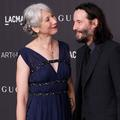 """En couple avec """"une femme qui fait son âge"""", Keanu Reeves salué outre-Atlantique"""