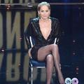 """En vidéo, Sharon Stone vous rejoue le mythique croisement de jambes de """"Basic Instinct"""""""