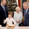Elizabeth II prépare un pudding avec les princes Charles, William et George : les délicieux clichés de la famille royale