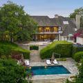 Jennifer Aniston et Brad Pitt, leur maison de jeunes mariés est à vendre
