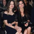 La démonstration d'affection de Marion Cotillard et Penélope Cruz au défilé Chanel Métiers d'art