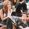 """En vidéo, Jennifer Aniston surprend des fans de """"Friends"""" au Central Perk"""