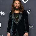 L'impudique marcel de Jason Momoa détonne à la table glamour des Golden Globes