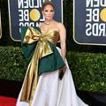 """Aux Golden Globes, Jennifer Lopez prolonge les fêtes avec sa robe """"paquet cadeau"""""""