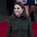 """Kate Middleton en robe-manteau Alexander McQueen pour sa première sortie post-""""Megxit"""""""