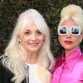 """""""Isolée, humiliée, raillée"""" : la mère de Lady Gaga revient sur la dépression de la chanteuse"""