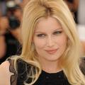 Du blond Bardot à la coupe garçonne, retour sur les coiffures de Laetitia Casta