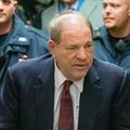 """""""Je signe les contrats si tu acceptes un plan à trois"""" : un nouveau témoignage accable Harvey Weinstein"""