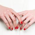 Trois erreurs basiques que l'on fait toutes en posant son vernis à ongles